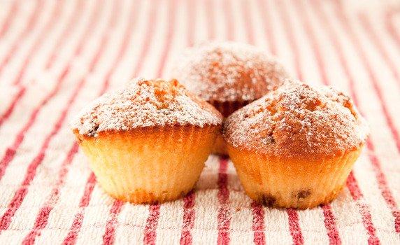 gef llte muffins mit aprikose und wei er schokolade. Black Bedroom Furniture Sets. Home Design Ideas