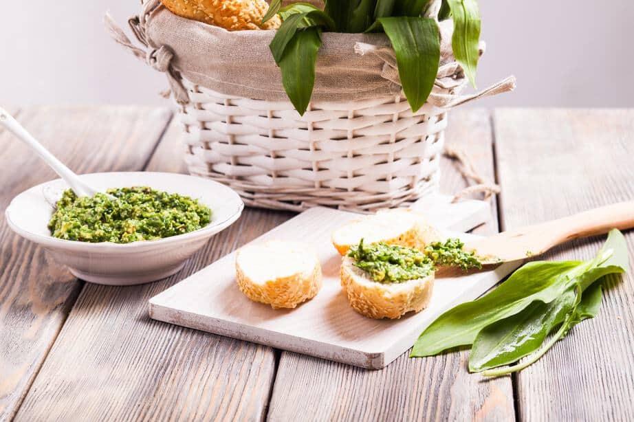 Bärlauch als Wildkraut-Zutat für beispielsweise leckere Pesto oder Bärlauch-Butter