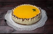 Eierlikör Torte mit Schokoladen-Streuseln und Eierlikör-Topping