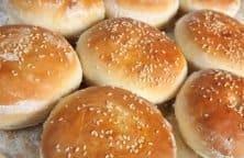 """Selbstgemachte fluffige Hamburgerbrötchen """"Buns"""""""