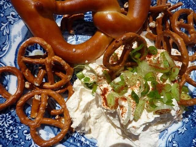 Hessische Spundekäs: Die Spezialität aus Frischkäse und Sahnequark