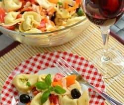 Tortellini-Salat mit Parmesan-Pesto