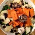 Feldsalat mit Süßkartoffel und Ziegenkäse-Pralinen