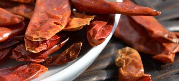 Nahaufnahme von getrockneten Chilis