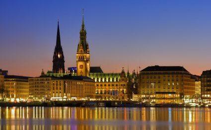 Hamburgs Innenalster bei Nacht