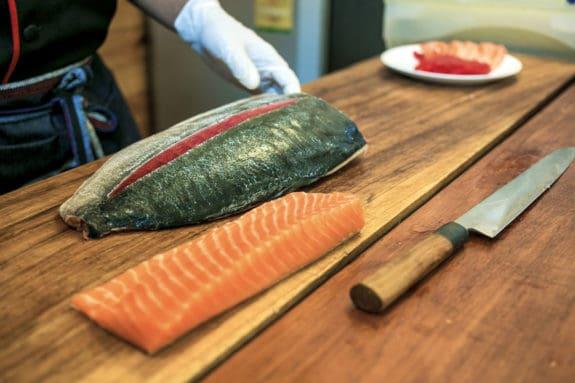 Scharfe japanische Kochmesser in der Küche
