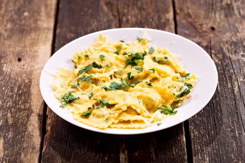 Schlutzkrapfen Ravioli mit Parmesan