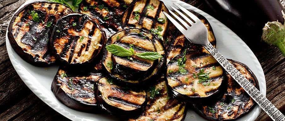 Würzige gegrillte Auberginen- oder Zucchini Taler