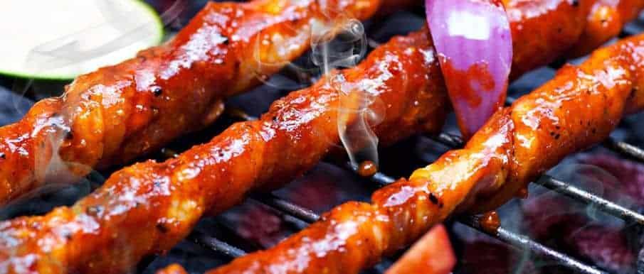 Grillfackeln aus Schweinebauch