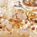 Weihnachtstisch mit Golddekoration